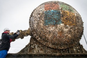 Inspecting Microsoft data centre biofouling following retrieval from EMEC test site in Orkney (Credit Microsoft)