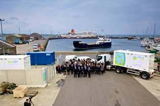 Paul Wheelhouse, SnT partners and suppliers with fuel cell, MSUs and local ferry, at Kirkwall Pier (Credit Colin Keldie) 314