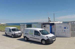 Hydrogen refuelling station and vans (credit OIC)