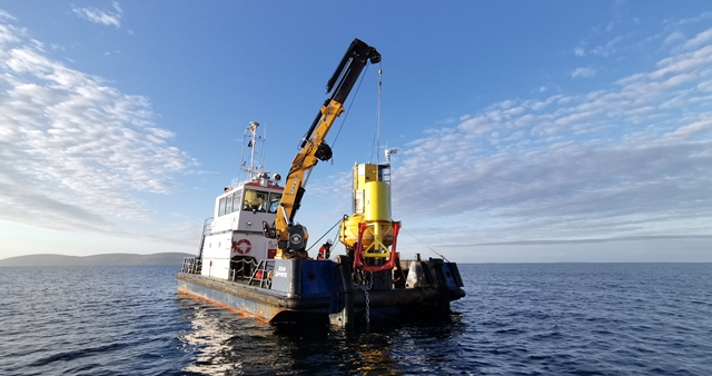 Deployment of mooring load reduction device (Credit Dublin Offshore)